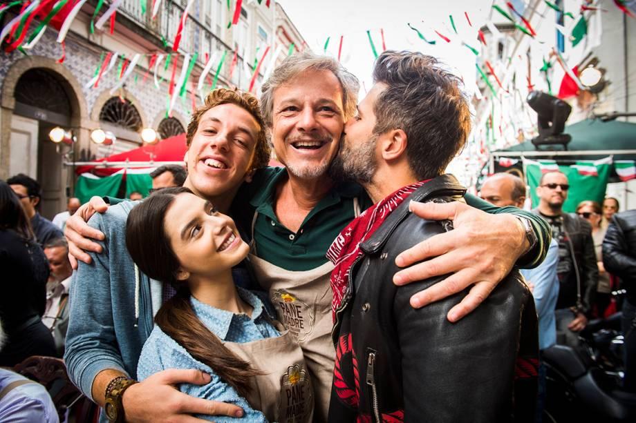Os atores Marcello Novaes, Bruno Gagliasso, Giovanna Lancellotti, João Côrtes, em cena da novela 'Sol Nascente'