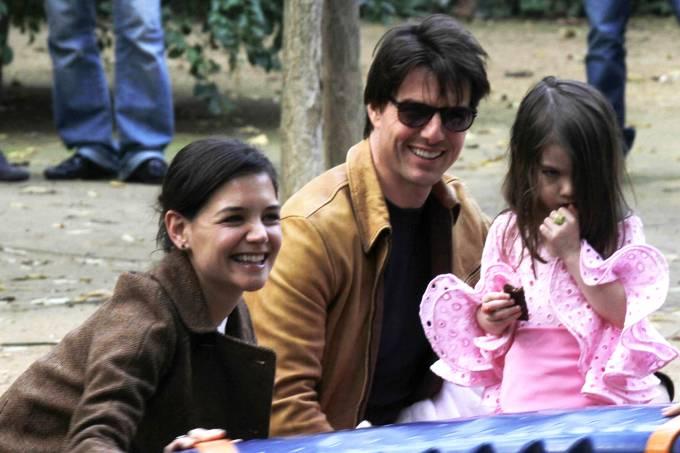 Os atores Tom Cruise, Katie Holmes e a filha Suri Cruise