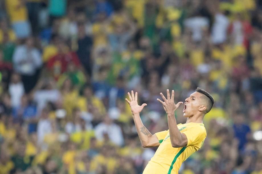 Marquinhos comemora após marcar gol de pênalti sobre a Alemanha