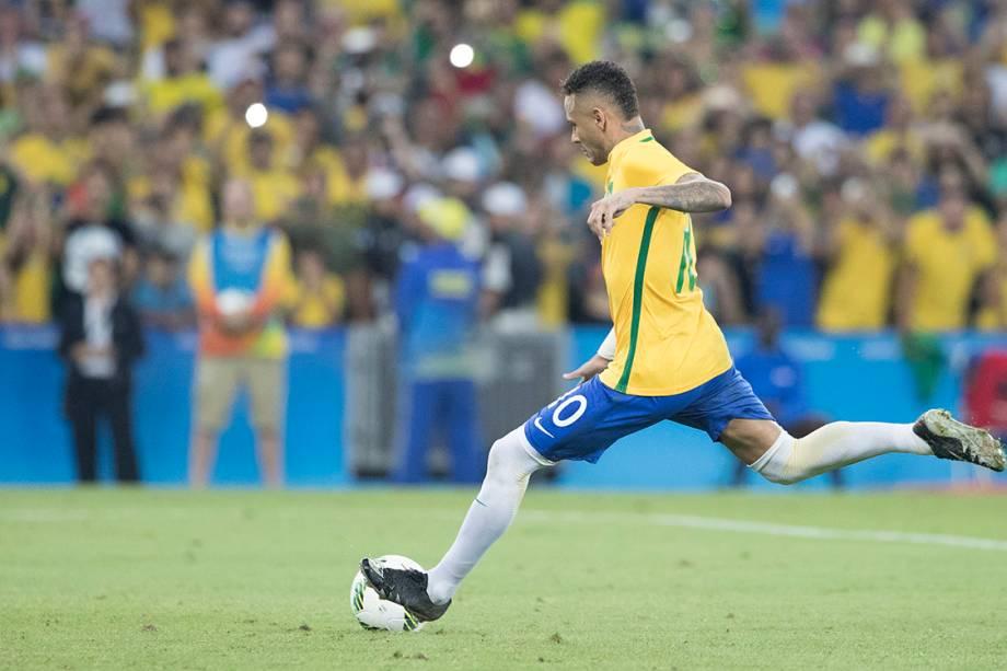 Neymar cobra pênalti na final contra a Alemanha