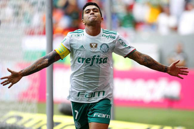 O jogador Dudu comemora gol na partida entre Fluminense e Palmeiras , válida pela 22ª rodada do Campeonato Brasileiro, realizada no Estádio Mané Garrincha, em Brasília (DF) - 28/08/2016