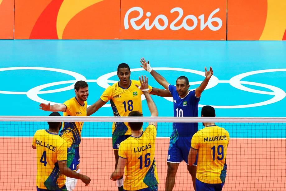 Brasil em campo contra o México, na estreia da seleção de Bernardinho na Rio-2016