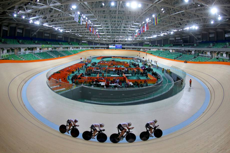 2016 Rio Olympics - Cycling Track - Preliminary - Team training - Rio Olympic Velodrome - Rio de Janeiro, Brazil - 08/08/2016. Germany's (GER) women's team trains during a practice session.  REUTERS/Paul Hanna FOR EDITORIAL USE ONLY. NOT FOR SALE FOR MARKETING OR ADVERTISING CAMPAIGNS.