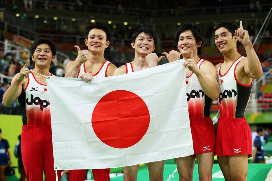 RIO DE JANEIRO, BRAZIL - AUGUST 08:  (L to R) Koji Yamauro, Yusuke Tanaka, Kohei Uchimura, Ryohei Kato and Kenzo Shirai of Japan pose for photographs after winning the gold medal during the men's team final on Day 3 of the Rio 2016 Olympic Games at the Rio Olympic Arena on August 8, 2016 in Rio de Janeiro, Brazil.  (Photo by Alex Livesey/Getty Images)
