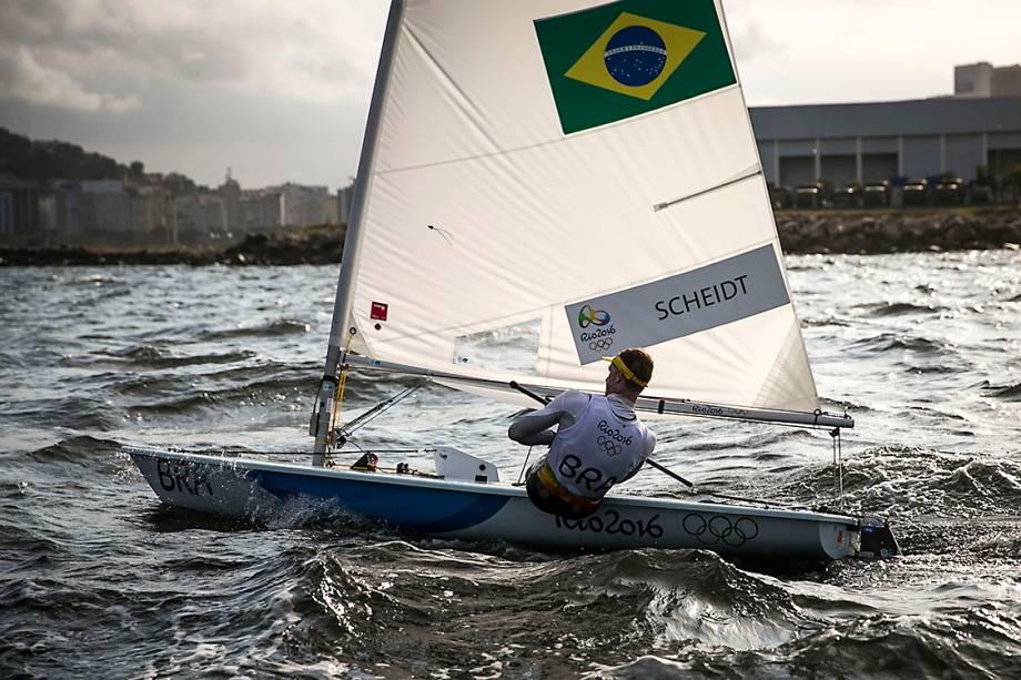 O velejador da classe Laser, Robert Scheidt, durante regata na Marina da Glória, nos Jogos Olímpicos Rio 2016