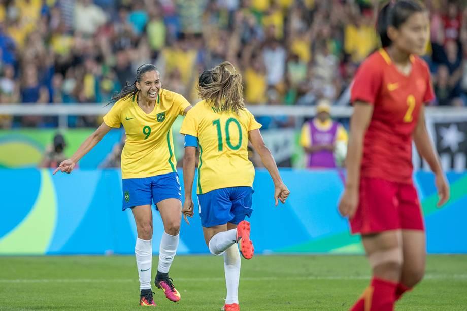 Andressa Alves comemora gol sobre a China, após uma assistência de Marta, no Rio