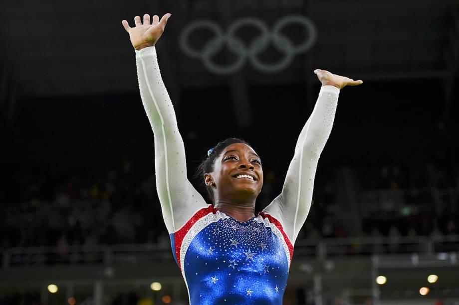 A ginasta Simone Biles, dos Estados Unidos, comemora a conquista da medalha de ouro na final individual, dos Jogos Olímpicos Rio 2016