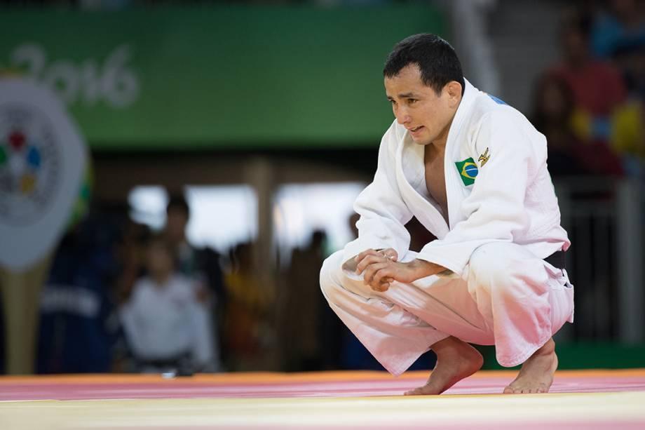 O judoca brasileiro, Felipe Kitadai lamenta após perder luta contra Diyorbek Urozboev, do Uzbequistão, durante a repescagem, nas Olimpíadas Rio 2016