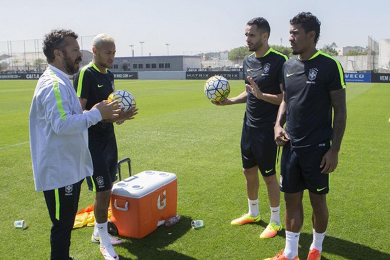 Neymar, Renato Augusto e Paulinho treinam no CT do Corinthians