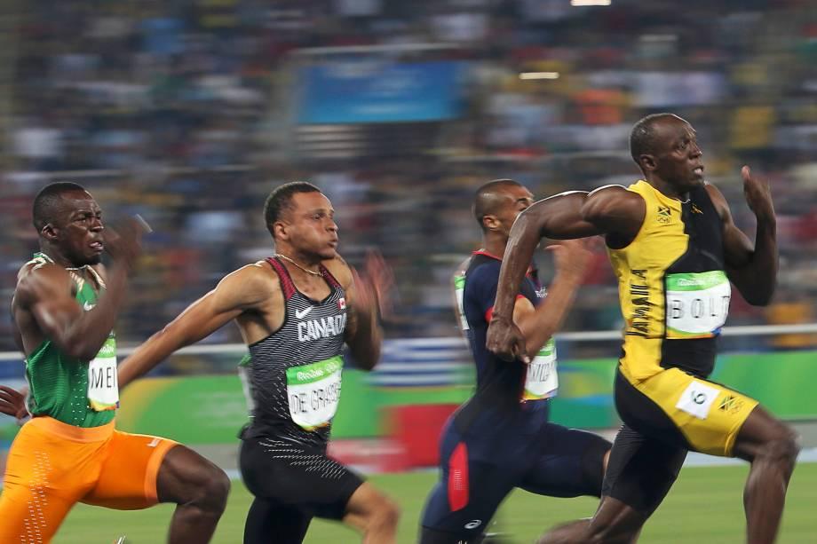 O jamaicano Usain Bolt supera o americano Justin Gatlin e conquista o tri olímpico dos 100m rasos na Rio-2016