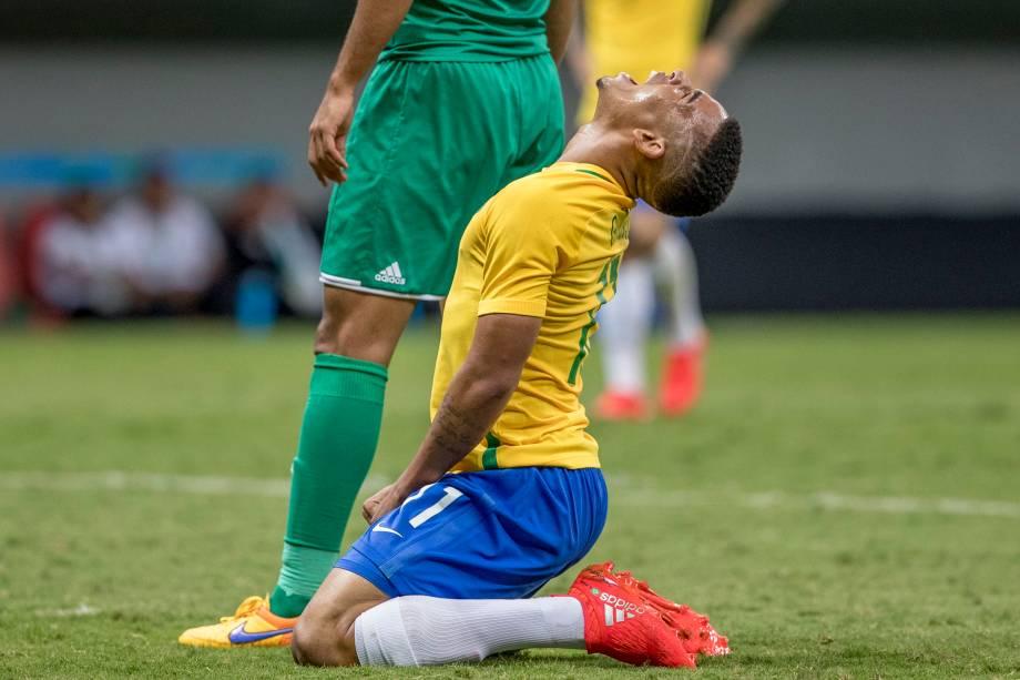 Gabriel Jesus lamenta chance perdida na partida contra o Iraque, válida pela segunda rodada do grupo A no Estádio Nacional Mané Garrincha, em Brasília