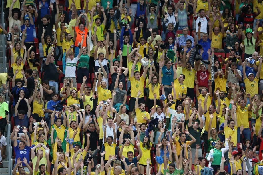 Torcida brasileira na partida contra o Iraque no Estádio Nacional Mané Garrincha, em Brasília