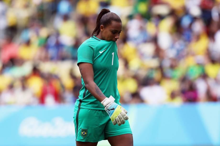 A goleira Bárbara durante a disputa de pênaltis entre Brasil e Suécia no Maracanã