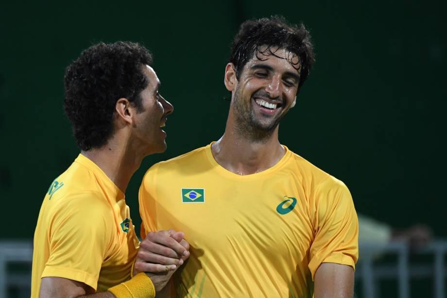 A dupla brasileira Thomaz Bellucci e André Sá elimina os britânicos Jamie e Andy Murray