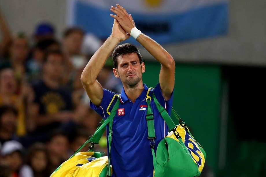 O tenista sérvio Novak Djokovic se emociona após ser eliminado pelo argentino Juan Martin Del Potro, na primeira rodada do torneio de simples. O título olímpico é o único ainda não conquistado pelo atual número um do mundo