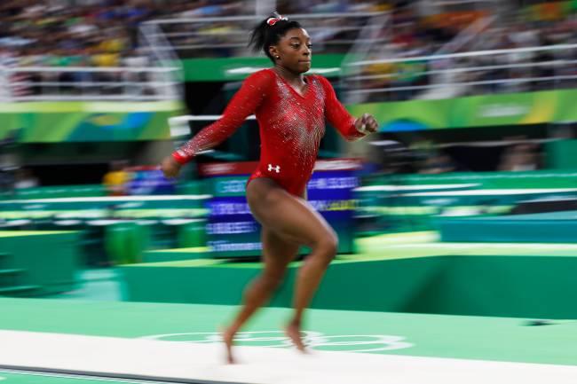 A ginasta Simone Biles dos Estados Unidos conquistou a terceira medalha de ouro na Rio-2016 após vitória no salto - 14/08/2016