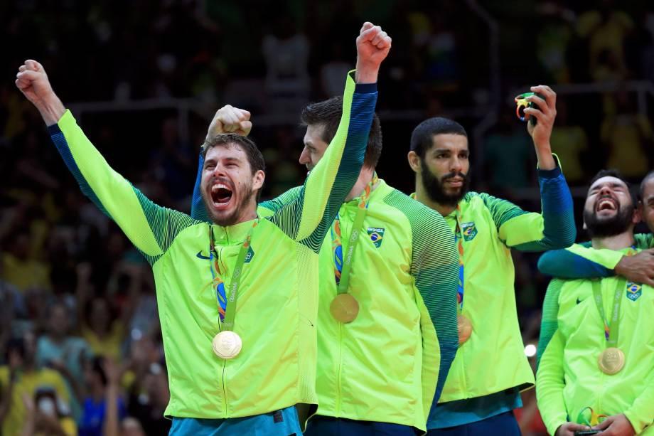 Seleção brasileira de vôlei comemora o ouro olímpico após vitória sobre a Itália no Maracanãzinho - 21/08/2016