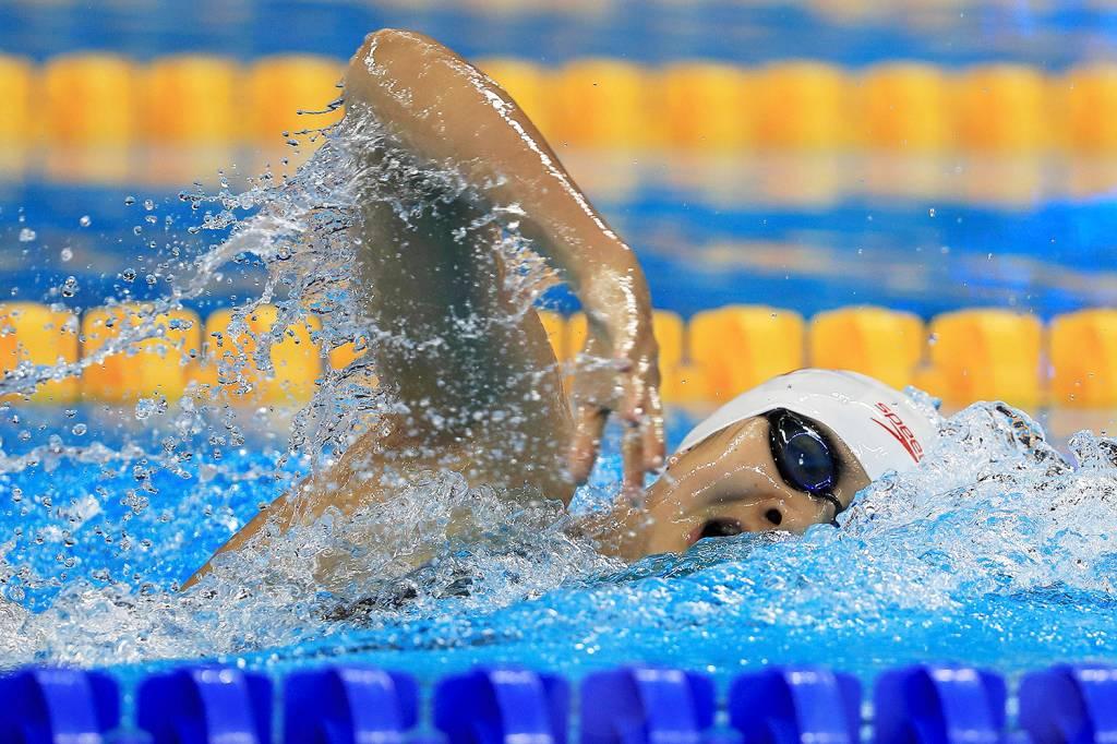 A nadadora chinesa Ai Yanhan, de apenas 14 anos, durante a prova feminina dos 200m nado livre, no Parque Aquático - 08/08/2016
