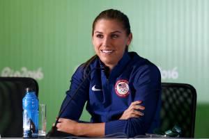 Jogadora de futebol da seleção dos Estados Unidos, Alex Morgan, em entrevista coletiva no estádio Mineirão