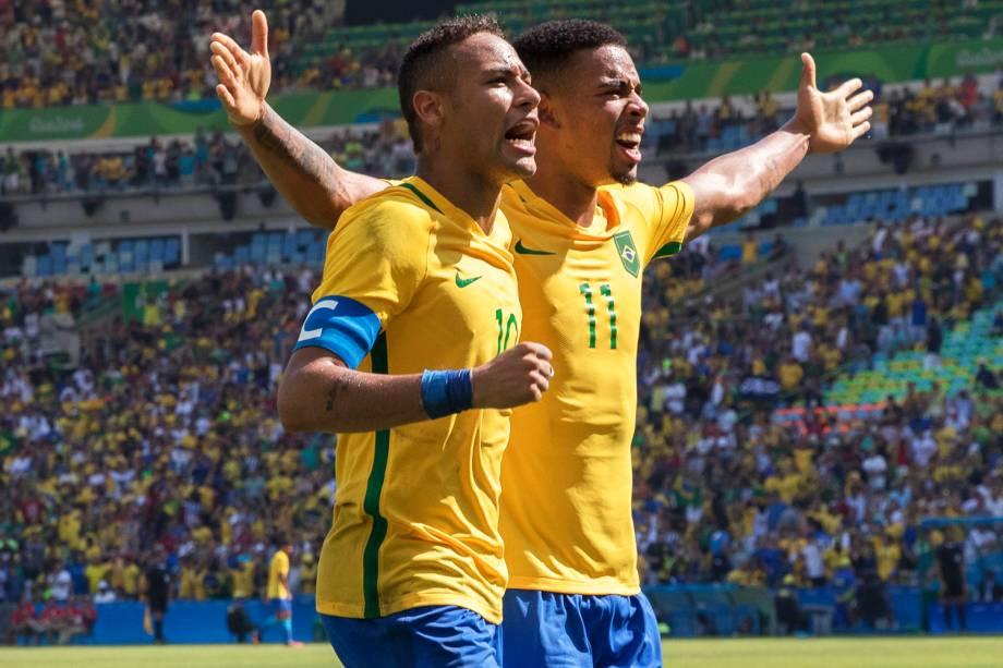 Neymar e Gabriel Jesus comemoram gol durante partida entre Brasil e Honduras, válida pelas semifinais do torneio olímpico de futebol masculino, realizada no Estádio do Maracanã - 17/08/2016