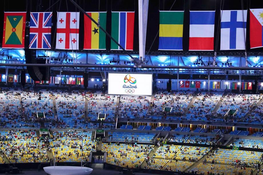 Público começa a chegar ao Estádio do Maracanã, para a cerimônia de abertura dos Jogos Olímpicos Rio-2016 - 05/08/2016