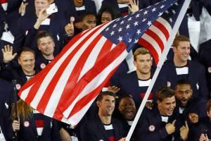 Delegação dos Estados Unidos durante a cerimônia de abertura dos Jogos Olímpicos Rio 2016, no estádio do Maracanã