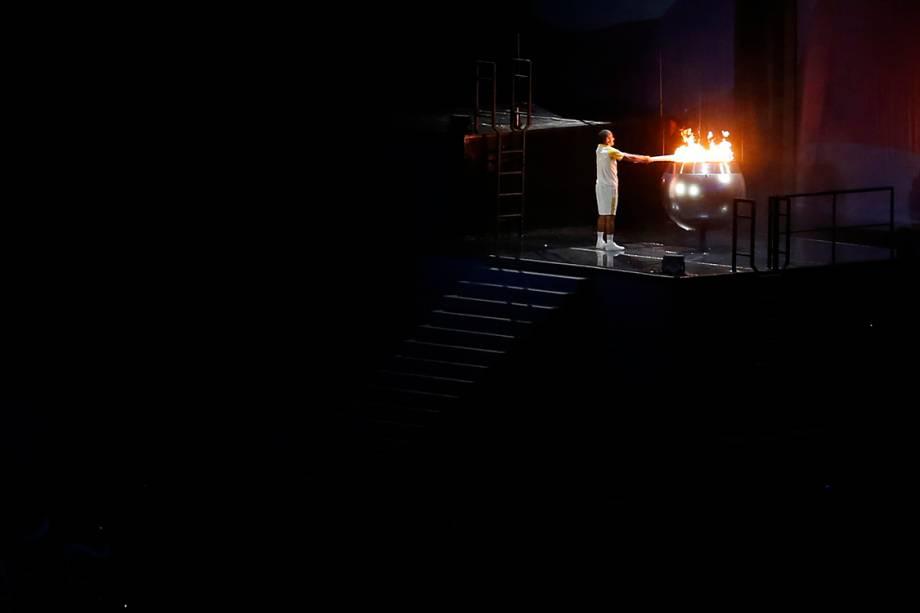 o ex-maratonista Vanderlei Cordeiro acenda a pira olímpica no Maracanã