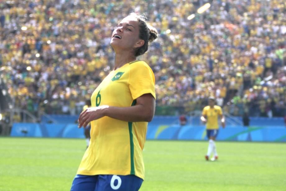 A jogadora Tamires lamenta chance perdida durante partida entre Brasil e Canadá, válida pela disputa da medalha de bronze, realizada na Arena Corinthians, zona leste de São Paulo (SP) - 19/08/2016