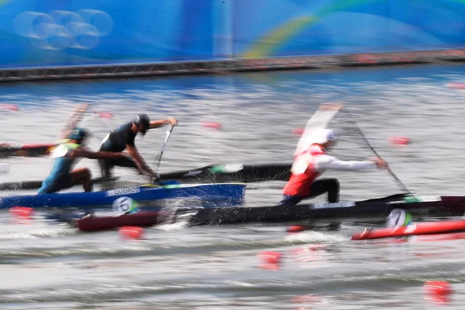 O canoísta brasileiro Isaquias Queiroz durante a final da canoagem categoria C1 200m, no Estádio da Lagoa, no Rio de Janeiro (RJ) - 18/08/2016