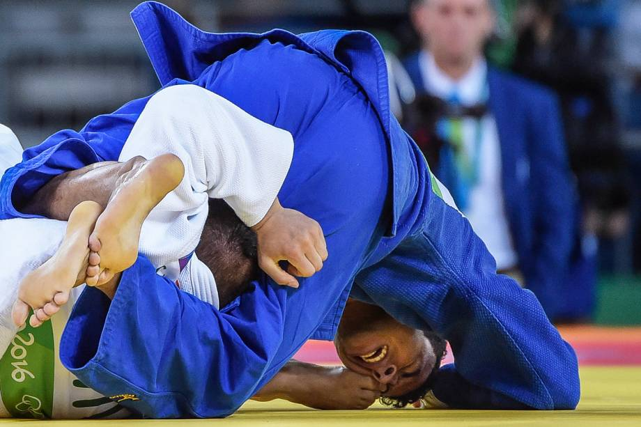 O judoca brasileiro Pombo Silva (azul),  perde para o chinês Saiyin Jirigala, no judô masculino, categoria até 73KG - 08/08/2016