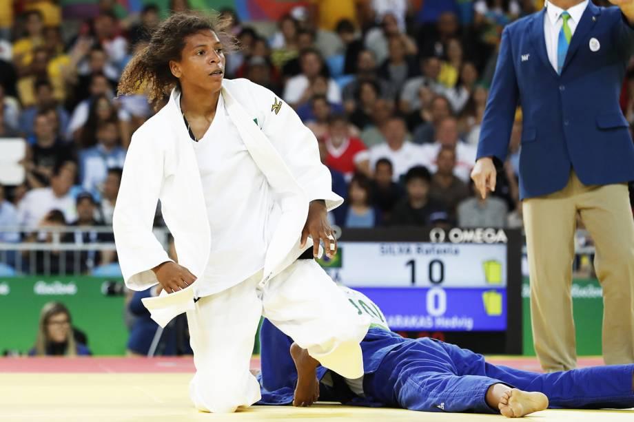 A judoca brasileira Rafaela Silva, luta com a húngara Hedvig Karakas, durante o torneio de judô feminino, categoria até 57kg - 08/08/2016