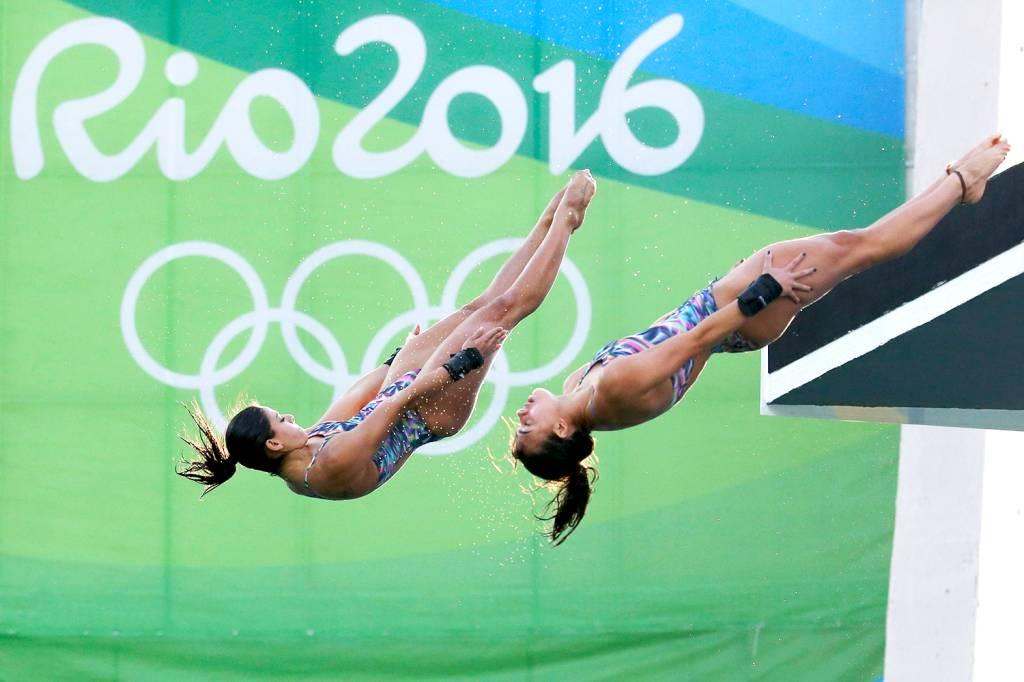 As brasileiras Ingrid Oliveira e Giovanna Pedroso, durante a final dos saltos ornamentais no Centro Aquático Maria Lenk, no Rio de Janeiro (RJ) - 09/08/2016