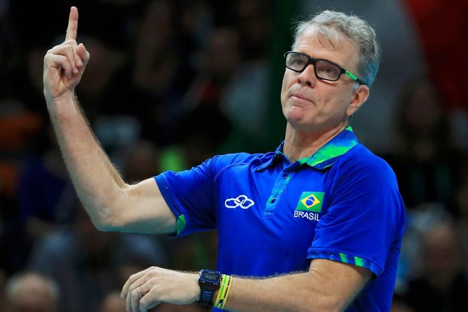 O técnico Bernardinho durante partida entre Brasil e Itália, válida pela disputa da medalha de ouro no vôlei masculino, realizada no Maracanãzinho - 21/08/2016