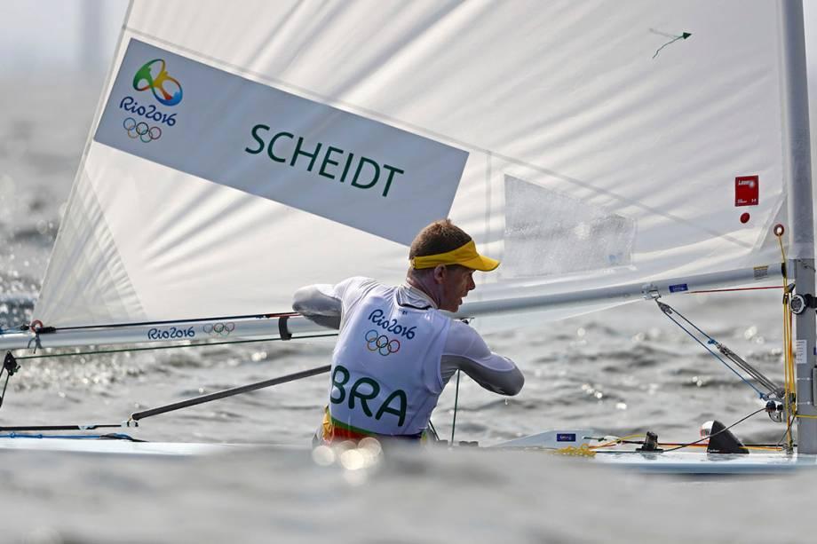 O brasileiro Robert Scheidt durante a primeira regata da classe Laser, nos Jogos Olímpicos Rio 2016