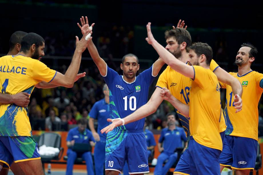 Jogadores do Brasil comemoram vitória sobre a França, nos Jogos Olímpicos Rio 2016