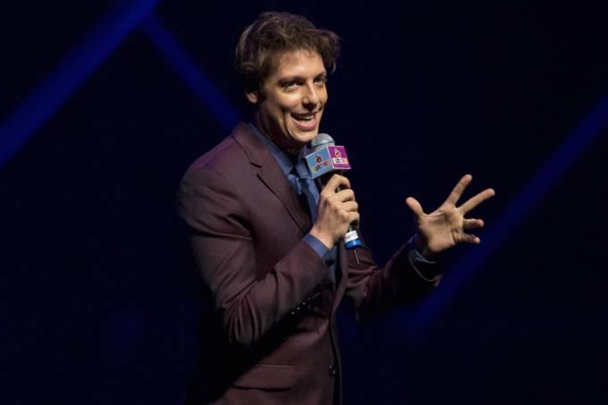 Fábio Porchat em evento de premiação de humor brasileiro