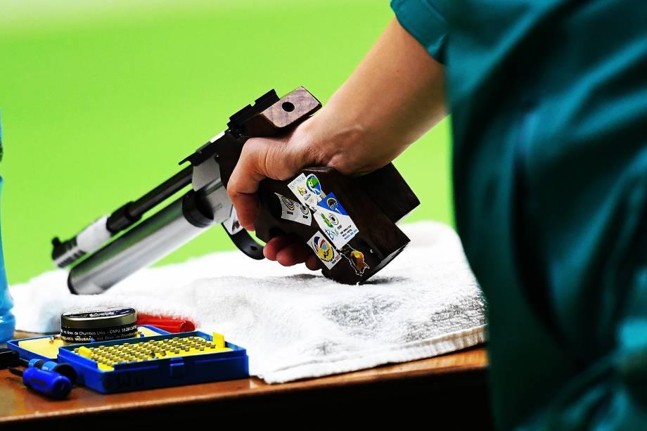 Detalhe da pistola do atleta brasileiro Felipe Wu