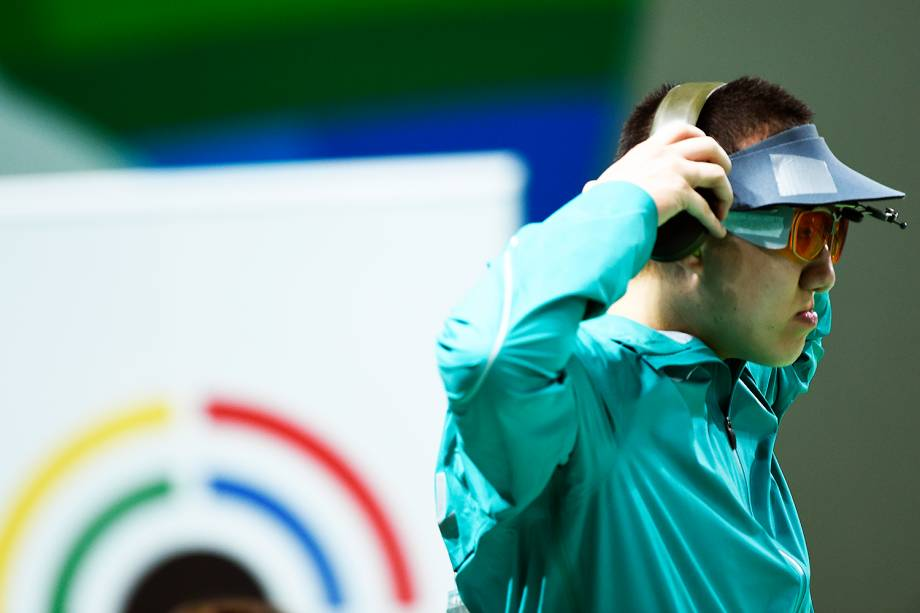 O brasileiro Felipe Wu compete nos 10m tiro com pistola, no Rio