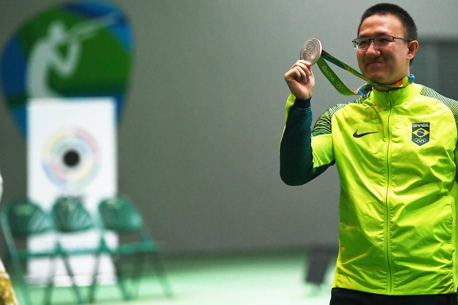 Atleta brasileiro Felipe Wu leva a medalha de prata nos 10m tiro com pistola