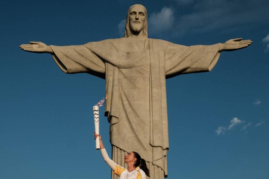 A chama olímpica foi levada até o Cristo Redentor pelas mãos da ex-jogadora de vôlei Isabel horas antes da cerimônia de abertura dos Jogos Olímpicos Rio 2016