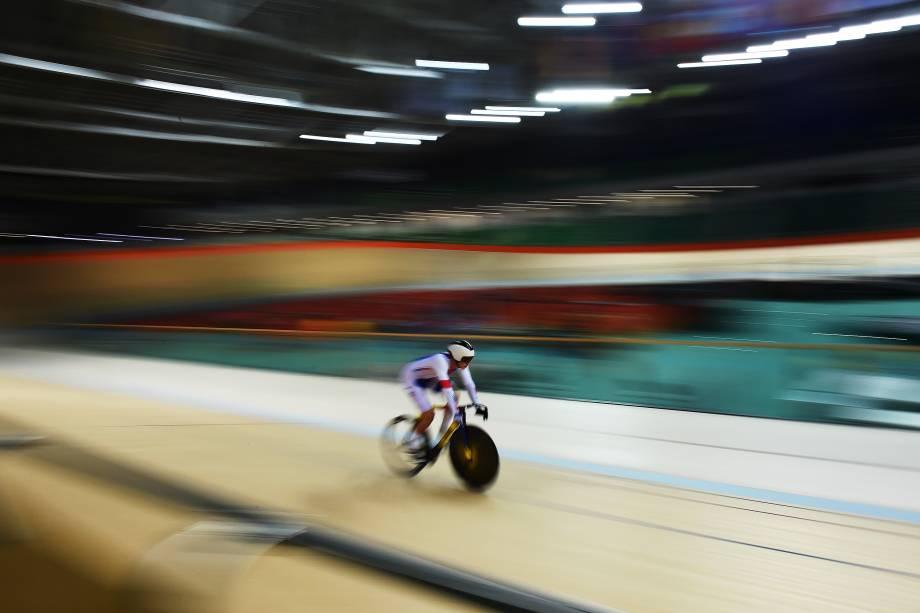 Ciclista da delegação tcheca treina no velódromo olímpico, no Parque Olímpico do Rio de Janeiro - 01/08/2016