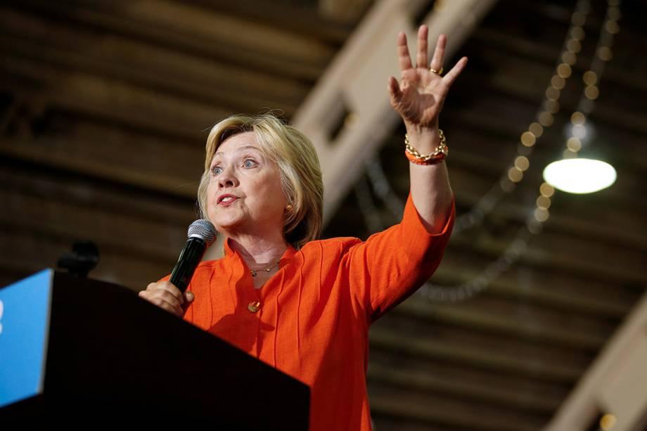 Candidata a presidência dos Estados Unidos pelo partido democrata, Hillary Clinton, discursa durante campanha eleitoral em Saint Petersburg, na Flórida - 08/08/2016