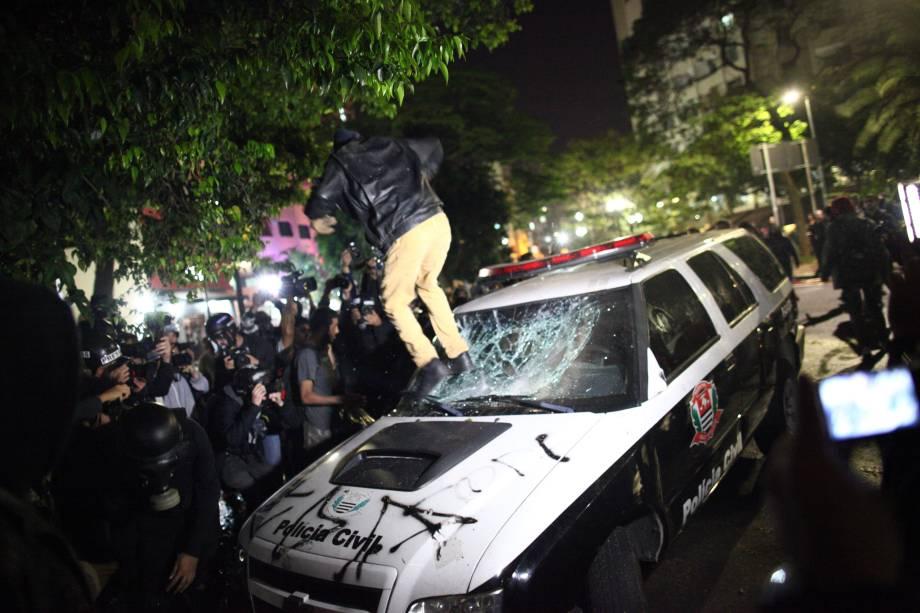Manifestantes e policiais entram em confronto durante protesto contra o presidente do Brasil, Michel Temer na região da Avenida Paulista, em São Paulo (SP) - 31/08/2016