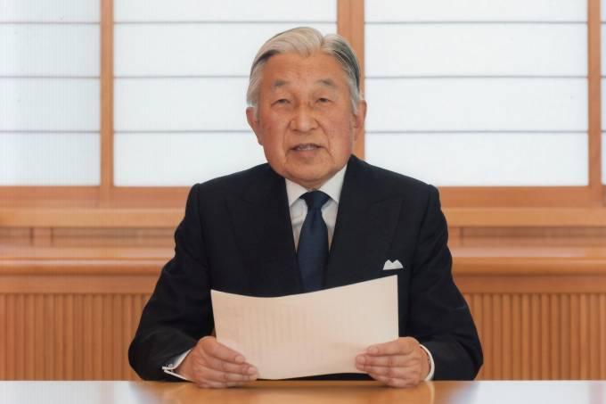Imperador do Japão, Akihito, fala à população no Palácio Imperial de Tóquio