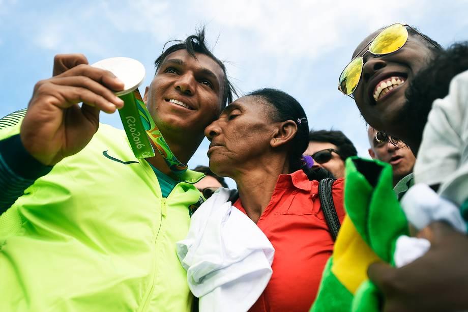 Família de Isaquias Queiroz comemora a conquista da medalha de prata  - 16/08/2016