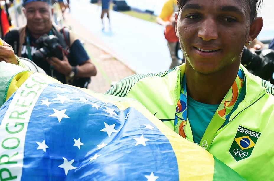 Isaquias Queiroz ganha a primeira medalha do Brasil na canoagem - 16/08/2016