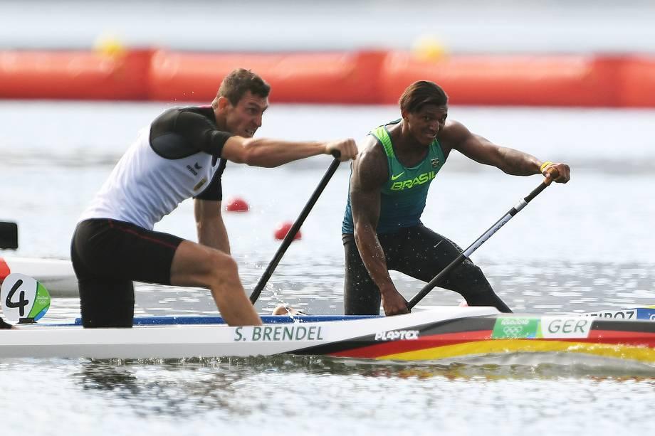 Canoísta brasileiro Isaquias Queiroz disputa liderança da prova com o alemão Sebastian Brendel - 16/08/2016