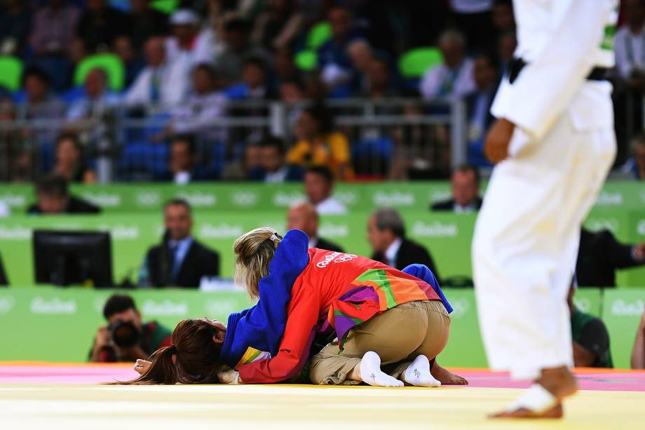 A judoca tunisiana Hela Ayari, lamenta derrota na Arena Carioca 2 - 07/08/2016