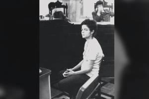 Dilma Rousseff, aos 22 anos, responde a um interrogatório na sede da Auditoria Militar do Rio de Janeiro em 1970
