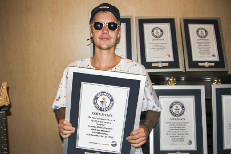 Justin Bieber no escritório do Guinness World Records